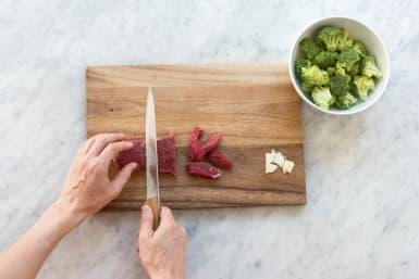 Steak in Streifen schneiden