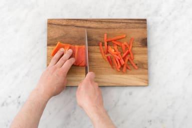 Slice the red capsicum