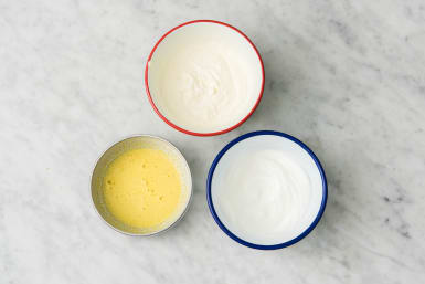 Eieren en slagroom kloppen