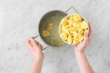 Cook Zucchini and Tortelloni