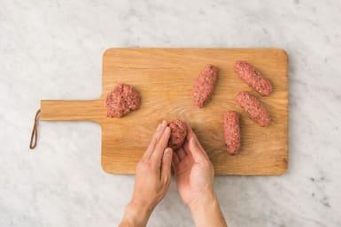 Roll the beef koftas