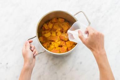Mit Brokkoli-Parmesan-Mischung bedecken
