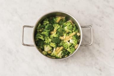 Cook the pasta & veg