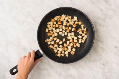 Brotwürfel zubereiten