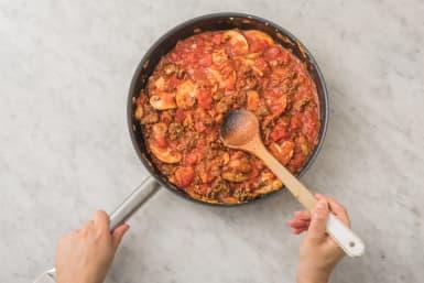 Häll i krossade tomater