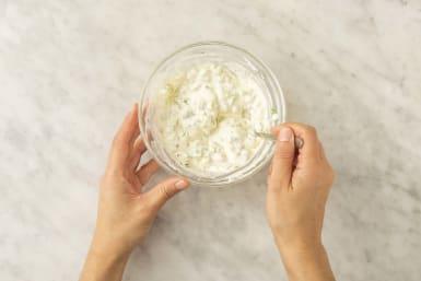 Förbered gurkdressing