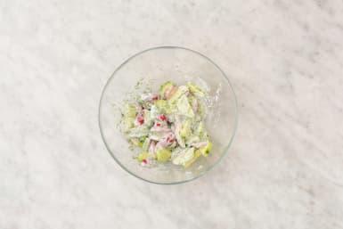 Dip und Salat zubereiten