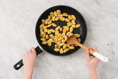 Cook the gnocchi