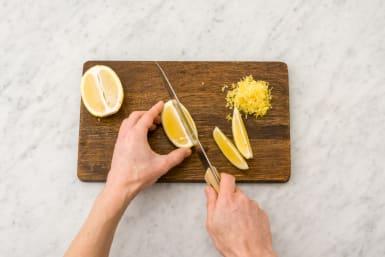 Skär citronklyftor