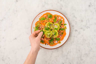 Förbered tomatsallad