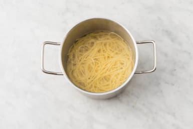 Cook the spaghetti & meatballs
