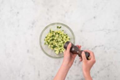 Komkommersalade maken