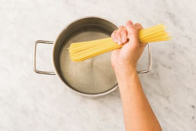 cook spaghetti