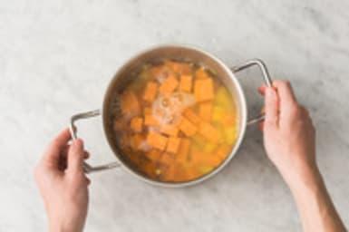 Cuire les pommes de terre et patates douces