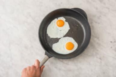 Faire cuire l'œuf au plat