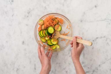 Für den Gurkensalat