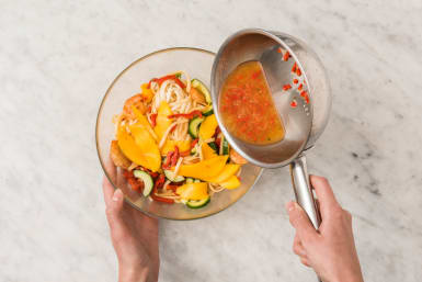 Préparer la salade de nouilles