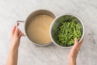 Cuire le riz et les haricots verts