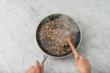 Cook rigatoni and start beef
