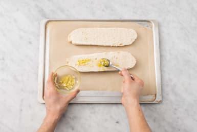 Préparer le pain à l'ail