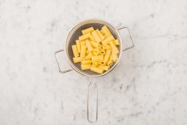 Cook rigatoni