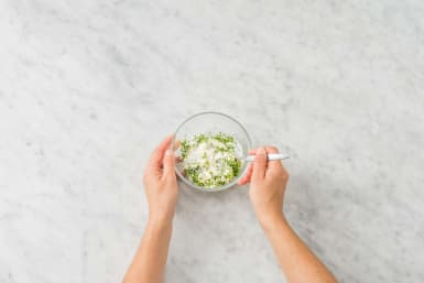 Préparer la sauce aux herbes