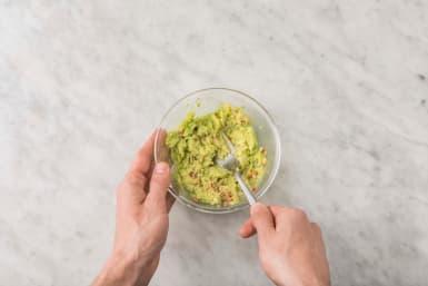 Gör guacamole