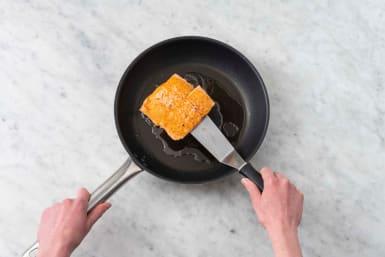 Pan-fry salmon