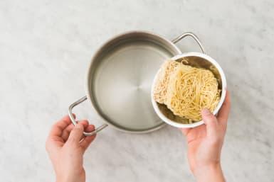 Noedels koken