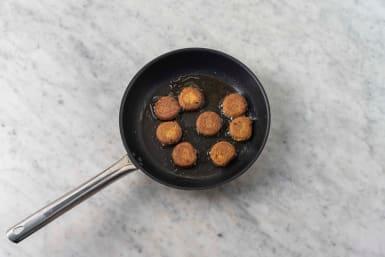 Cook falafel