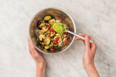 Gemüse und Pasta vollenden