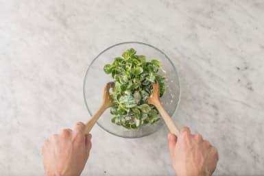 Salade maken.