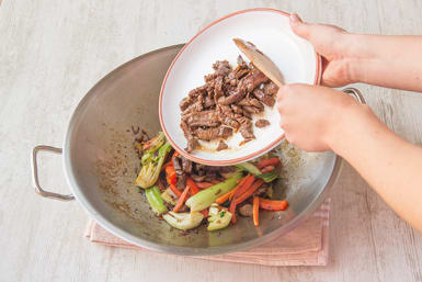Return the beef to the pan