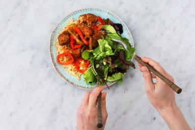 Serveer met de salade