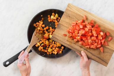 Tomatenwürfel zufügen