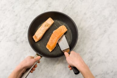 Cook Couscous and Salmon