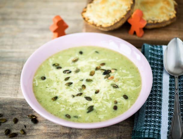 Groene soep met ciabatta