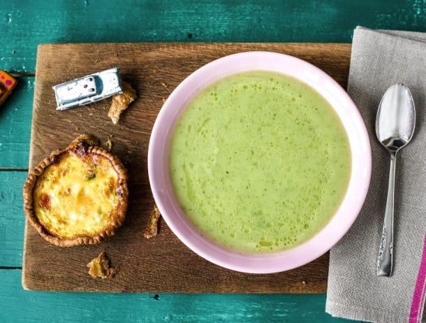 Groene soep met hartig taartje