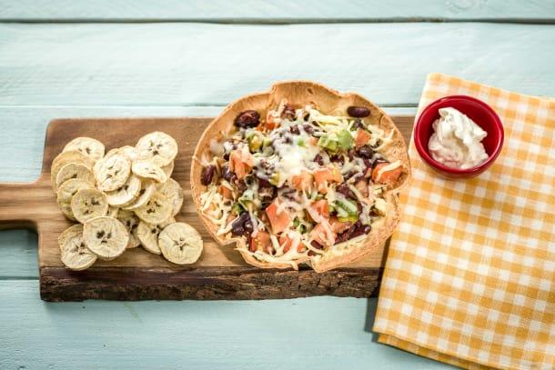 Südsee-Feeling: Tortilla-Bowl mit Bohnen-Avocadosalat