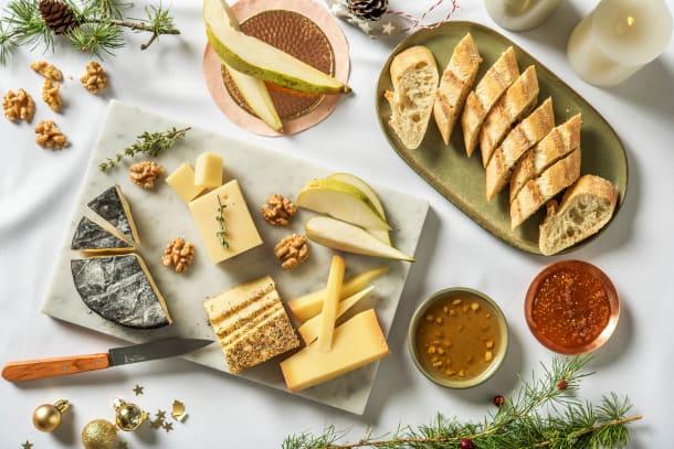 Festliche Käseplatte mit Steinofenbaguette