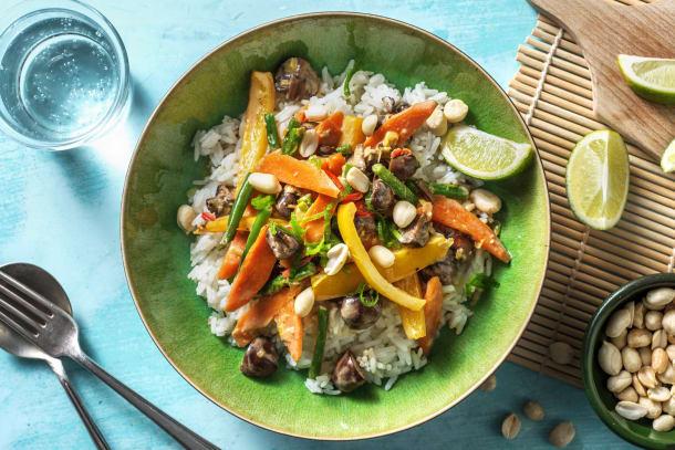 Gesunde Gerichte - Gebratenes Gemüse mit Erdnusssoße