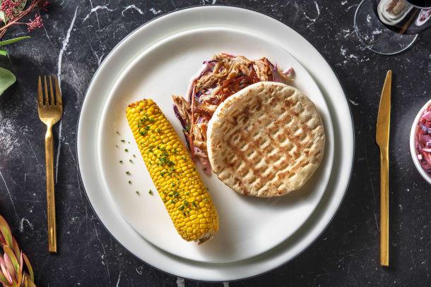 Effiloché de poulet avec coleslaw et épi de maïs