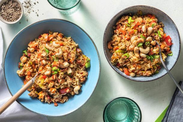 Rijstschotel met gehakt, groente en krokant spek