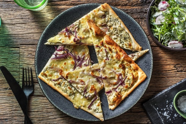 Schnelle Gerichte - Knuspriger Flammkuchen mit Mozzarella