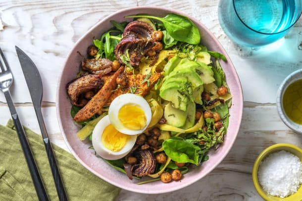 Zomerse bowl met avocado en zoete aardappel