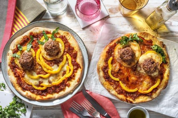Vaderdagpizza met zelfgemaakte gehaktballetjes en buffelmozzarella