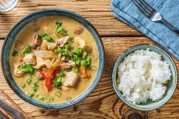 Tom Kha Gai! Thailändische Kokossuppe