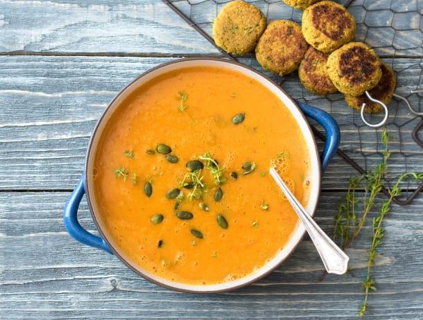 Arabische soep met falafelspiesen
