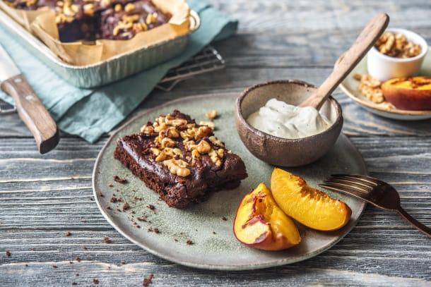 Schoko-Bohnen-Brownie mit gegrillter Nektarine und Vanillecrème