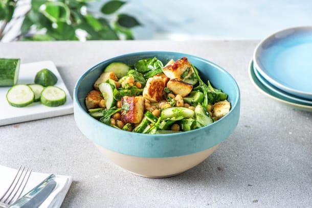 Dukkah-Kichererbsen-Salat mit Halloumiwürfeln